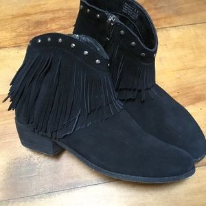 Minnetonka Black Suede Fringed Studded Bootie 6.5